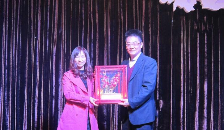 105年 蔡季芳 榮獲翰霖文教機構任教廿年獎